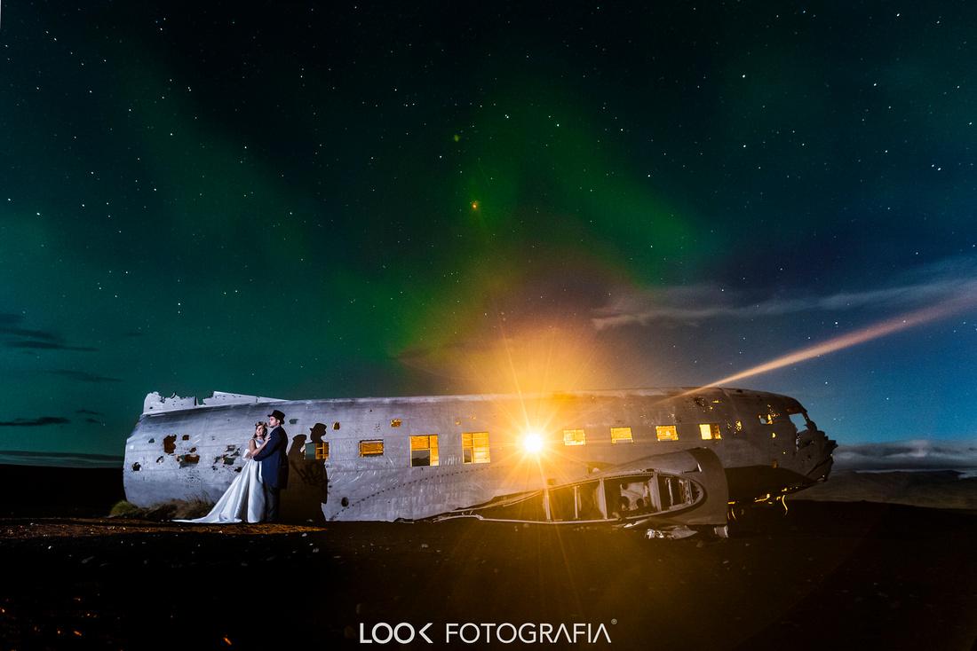 Northern Lights Wedding Photography-Plane Crash Night Iceland